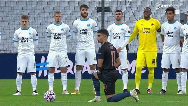 Hình ảnh kỳ quặc đầu trận Manchester City gặp Marseille