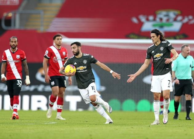 Cavani gỡ hòa cho Man Utd, Fernandes 'gây bão' với phản ứng khó tin