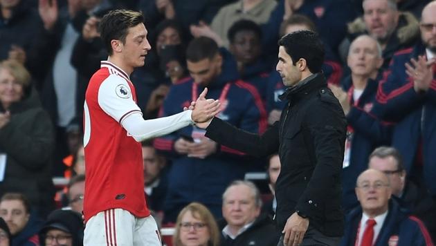 Nếu là Chủ tịch Arsenal, bạn sẽ làm gì với Mesut Ozil?