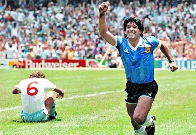 Chiếc áo Maradona mang khi ghi bàn thắng bằng tay đang do ai sở hữu?
