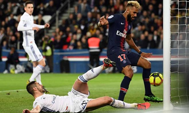 Cầu thủ PSG bỏ lỡ khó tin: 'Không đồng đội nào nói chuyện với tôi'