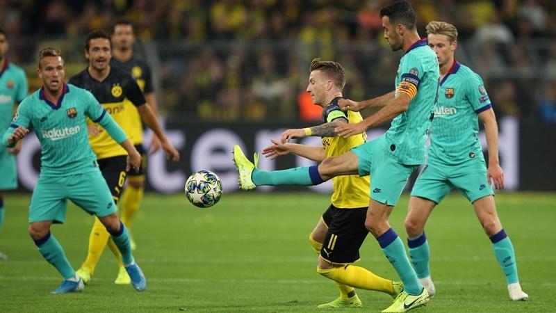 SỐC! Hòa bạc nhược Dortmund, fan Barca điên tiết: 'Đuổi cổ cậu ta đi!'