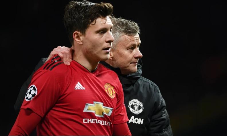 Man Utd giữa tâm bão, 'trò cưng' bất ngờ lên tiếng bảo vệ Solskjaer