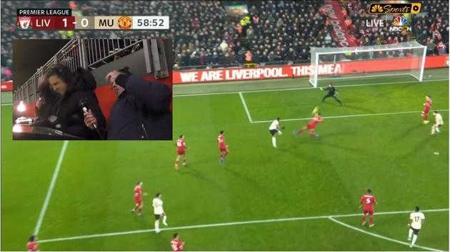 Vì Martial, Neville tung nắm đấm trước mặt Carragher