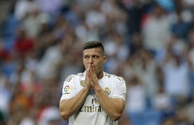 Hợp đồng còn 12 tháng, Real ra quyết định với Luka Jovic