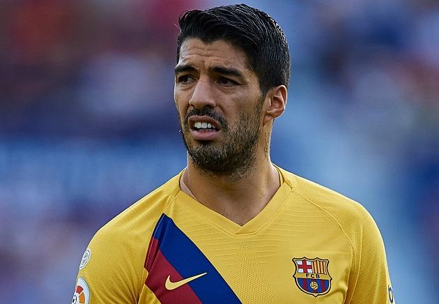 Messi 'chửi thẳng' BLĐ Barca, Luis Suarez phản ứng thế nào?