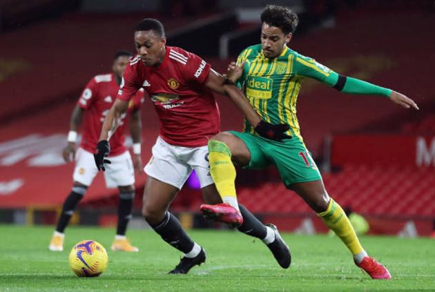 Man Utd 'bó tay', mặc 'vũ đạo Samba' nhảy múa tại Old Trafford