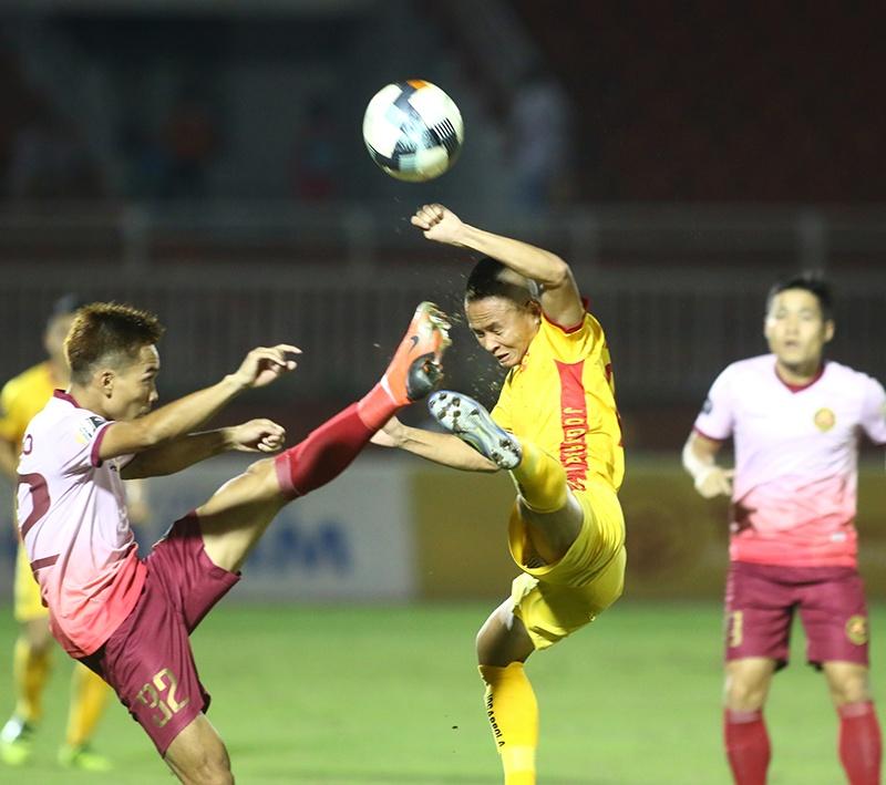 Thua đau trước Sài Gòn, cầu thủ Thanh Hóa bật khóc trên sân Thống Nhất