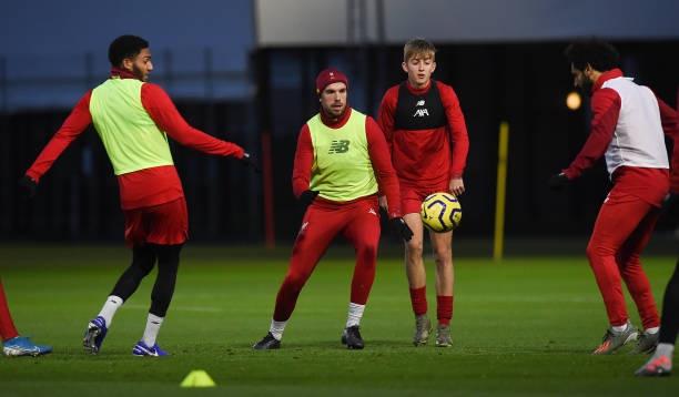 Đội trưởng Liverpool bị đồng đội 'vờn' tơi tả trên sân - xổ số ngày 13102019