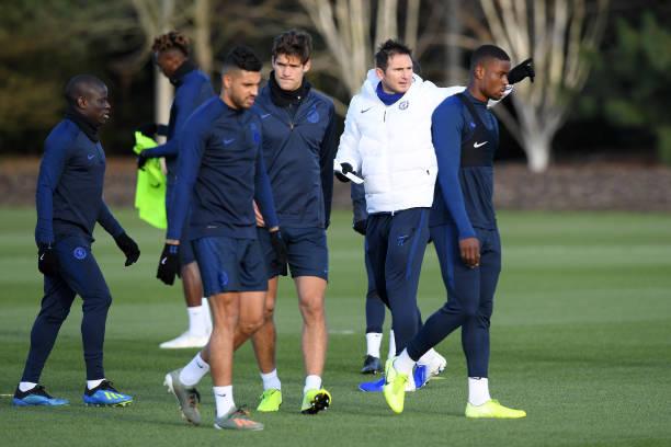 Cầu thủ Chelsea thoải mái đùa vui trong ngày tập luyện, chỉ trừ có một người
