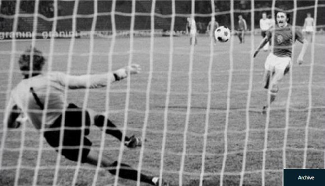 7 kiểu đá penalty trứ danh của các sao sân cỏ - Bóng Đá
