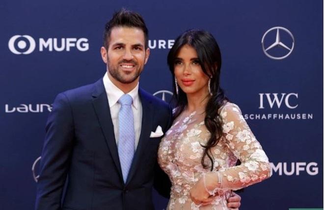Vợ của Messi và Fabregas tham dự sự kiện thời trang - Bóng Đá