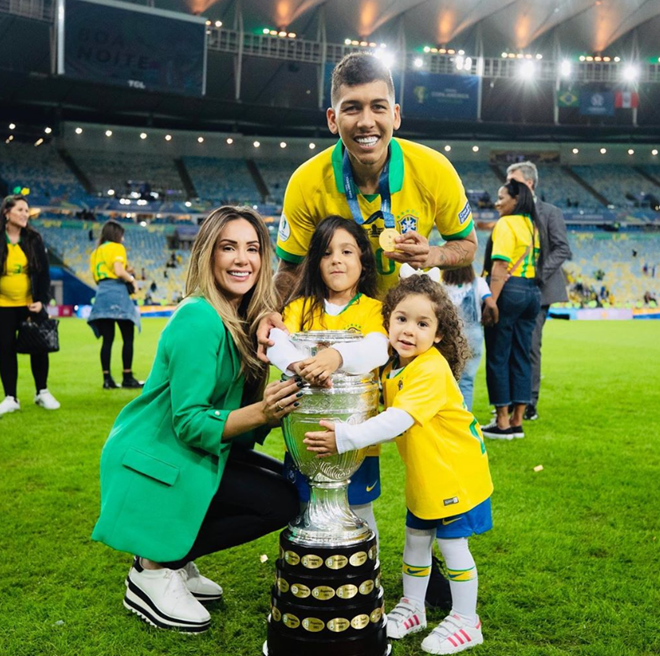 Stunning Liverpool Wags Rebecca Tavares and Larissa Pereira celebrate Super Cup win after pre-match steak dinner and singing Walk Alone - Bóng Đá