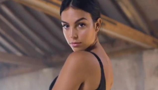 Georgina Rodriguez stuns in tiny lingerie as Cristiano Ronaldo's girlfriend launches new underwear campaign - Bóng Đá