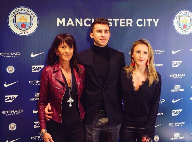 Man City star Aymeric Laporte's gorgeous sister Alexia wows in a bikini, loves a fancy holiday, and works for a valet company - Bóng Đá