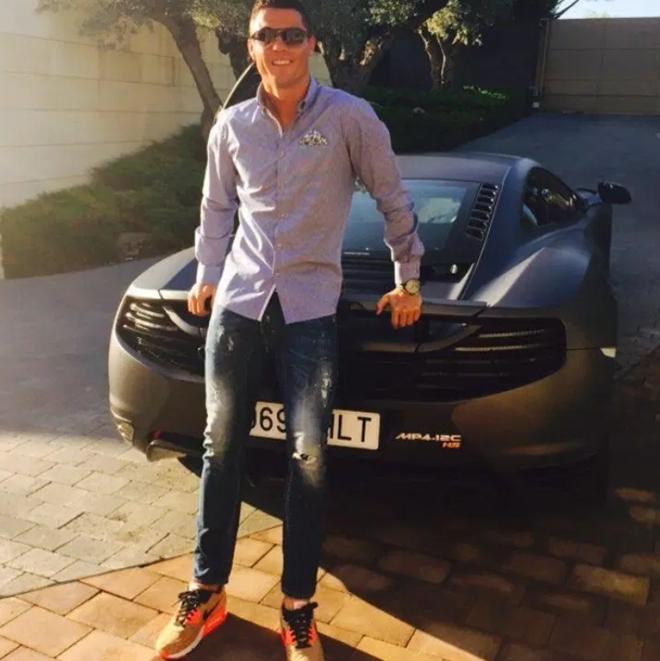 Bộ sưu tập siêu xe của Ronaldo (The Sun) - Bóng Đá