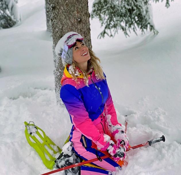 Glam Italian TV star Diletta Leotta stuns as she spends break away skiing while coronavirus grips country - Bóng Đá