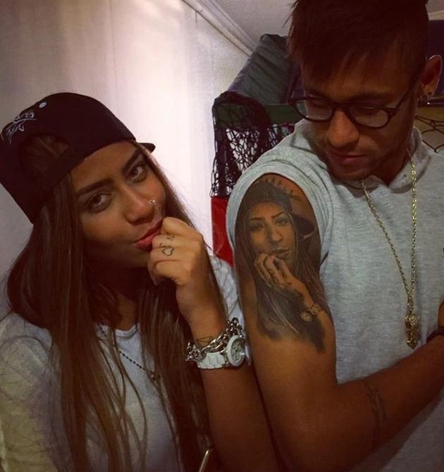 Neymar's sister Rafaella Santos flaunts curves in stunning series of Instagram shots as fans 'fall in love' - Bóng Đá