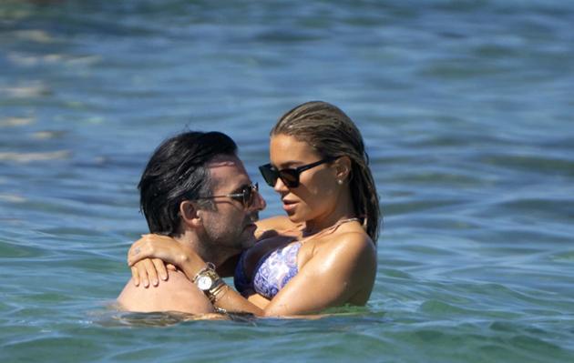 Rafael van der Vaart's supermodel ex-wife Sylvie Meis stuns in tiny bikini during Saint-Tropez break with fiance - Bóng Đá