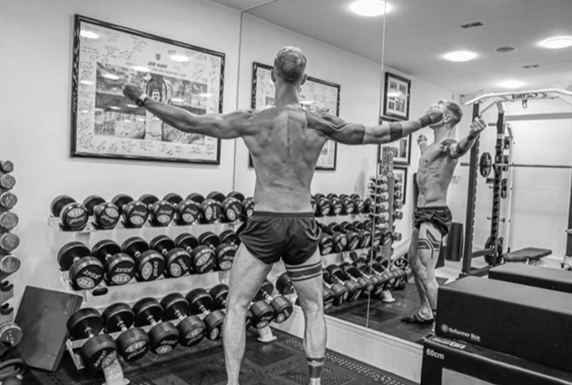 Joe Hart shows off dramatic body transformation on lockdown with shredded physique as he searches for new club - Bóng Đá