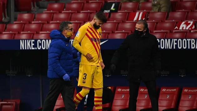 Pique raises alarm bells for Barca after hobbling off against Atletico - Bóng Đá