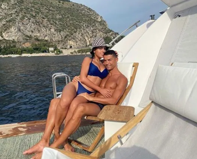 Georgina Rodriguez sizzles in red lingerie as Cristiano Ronaldo's partner poses by Christmas tree - Bóng Đá