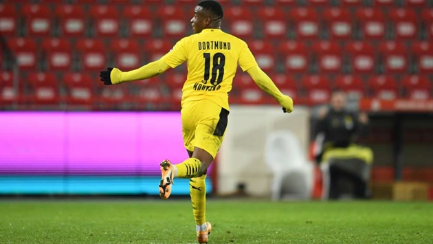 Moukoko makes new piece of Bundesliga history with first Dortmund goal - Bóng Đá