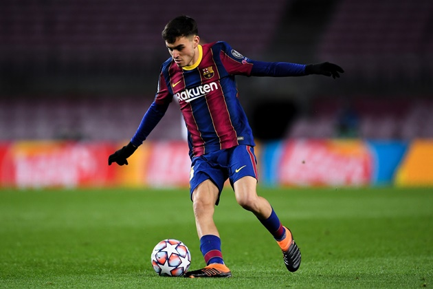 Ronald Koeman blocked the transfer of Barcelona's jewel last summer (Pedri) - Bóng Đá