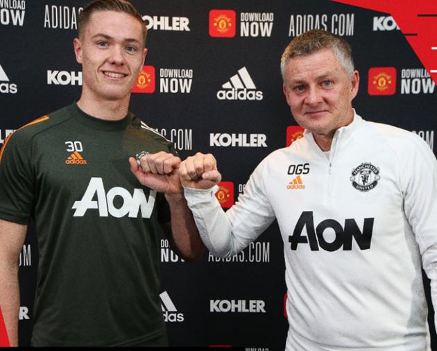 Nathan Bishop signs new Man United contract until 2023 - Bóng Đá