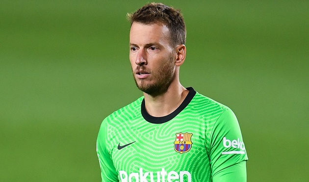 Barcelona goalkeeper Neto wants Arsenal guarantee before agreeing transfer - Bóng Đá