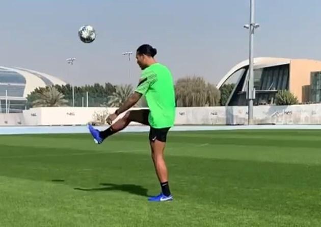 Van Dijk tập luyện ở Dubai - Bóng Đá