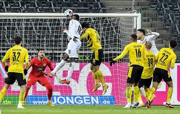 Dortmund dazed and confused after Gladbach's knockout blow - Bóng Đá