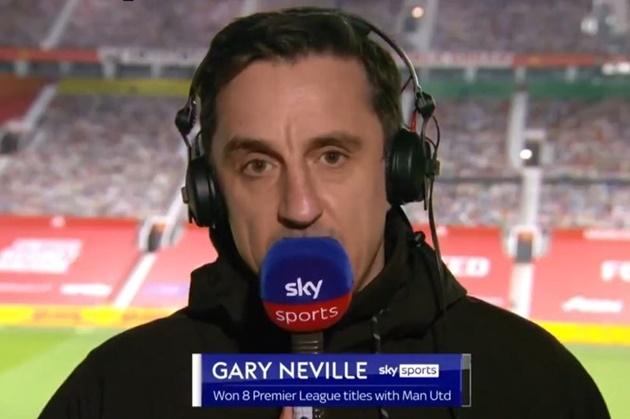 Gary Neville names two things Edinson Cavani does better than Manchester United teammates - Bóng Đá