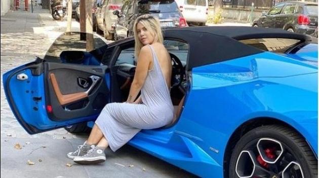 after she and Mauro gift PSG star Neymar lifesize Batman - Bóng Đá