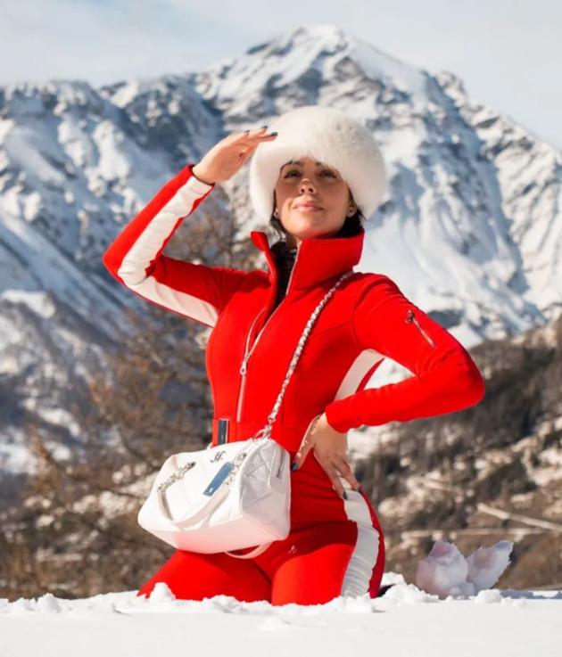 Lucky88 tổng hợp: Georgina diện trang phục bó sát gợi cảm giữa mùa đông
