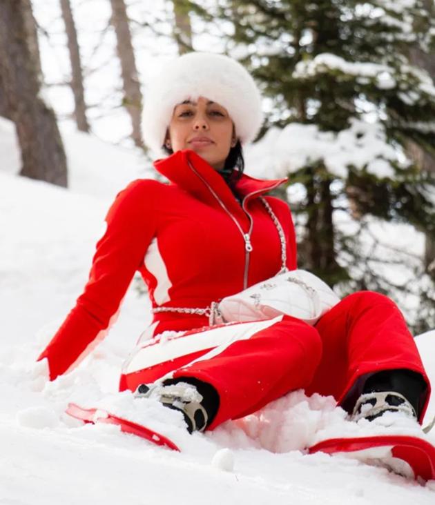 Georgina Rodriguez braves snow in skin-tight ski-suit on family - Bóng Đá