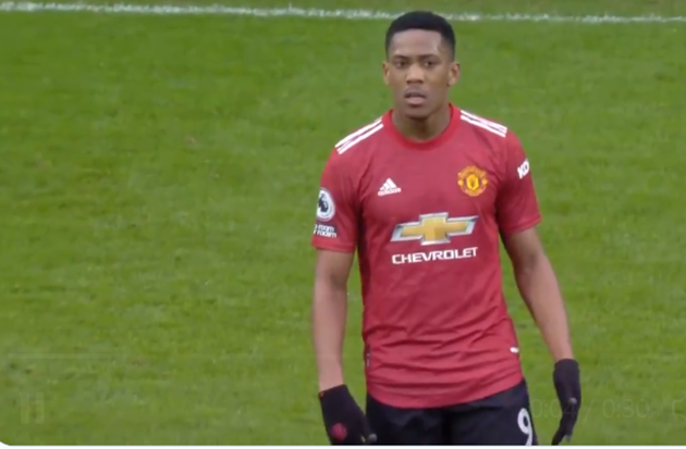 Man Utd fume at referee blowing for half-time while they were on rapid counter attack in West Brom draw - Bóng Đá