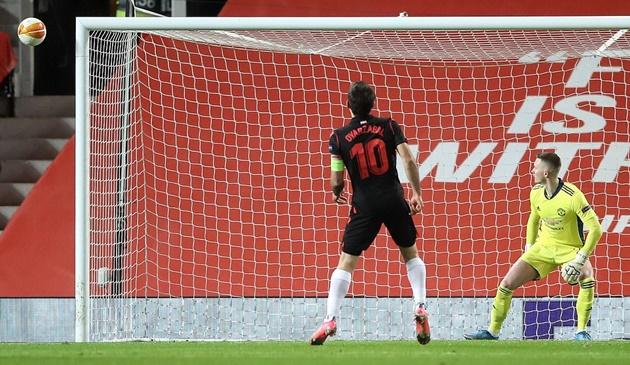 Worldcup888 news: Phạm lỗi thô bạo, Lindelof khiến Man United nhận cái kết đắng