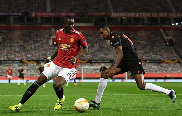 Manchester United 'are in talks with Eric Bailly over new long-term deal at Old Trafford' - Bóng Đá