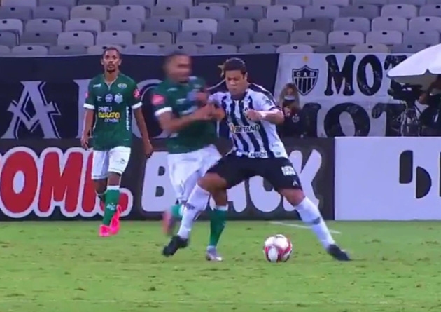 Watch Hulk send rival flying with FAIR shoulder barge in first game back in Brazil with Atletico Mineiro - Bóng Đá