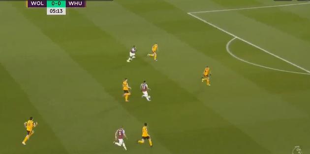 Watch Jesse Lingard dribble from inside own half to score goal  - Bóng Đá