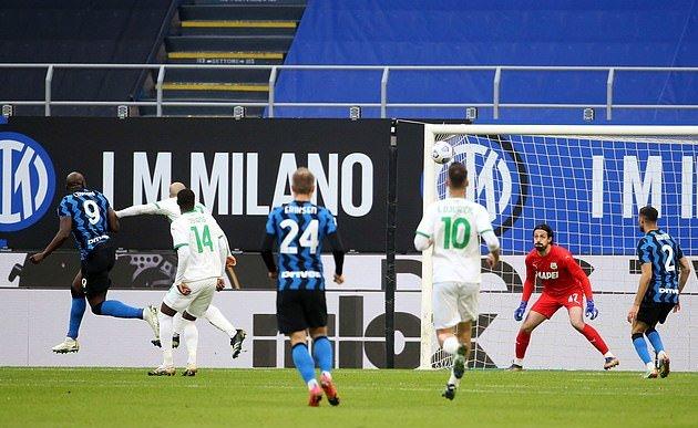 Lukaku lại ghi bàn, Inter bỏ xa AC Milan - Bóng Đá