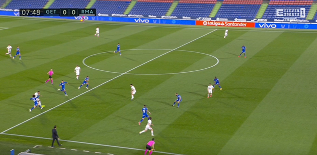 Real Madrid star Mariano in disbelief after VAR rules out goal vs Getafe for incredibly tight offside - Bóng Đá