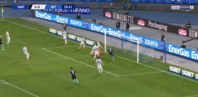 Handanovic and de Vrij combine for calamitous own goal which threatens to complicate Inter Milan's scudetto charge - Bóng Đá