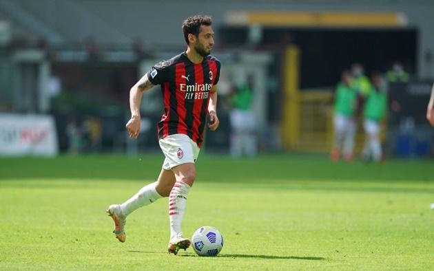 PSG chiêu mộ Hakan Çalhanoğlu - Bóng Đá