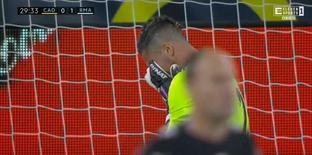 Wonderful Vinicius Junior flick sets up Karim Benzema penalty to fire Real Madrid ahead against Cadiz - Bóng Đá