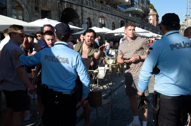 Brawling Chelsea and Man City fans clash in shameful scenes in Porto ahead of Saturday's Champions League final - Bóng Đá