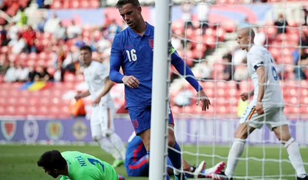 Henderson takes penalty away from Calvert-Lewin & then misses - Bóng Đá