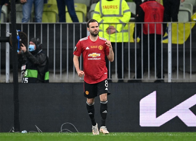 Juan Mata will have to take a £70,000 weekly pay cut to stay at Old Trafford - Bóng Đá