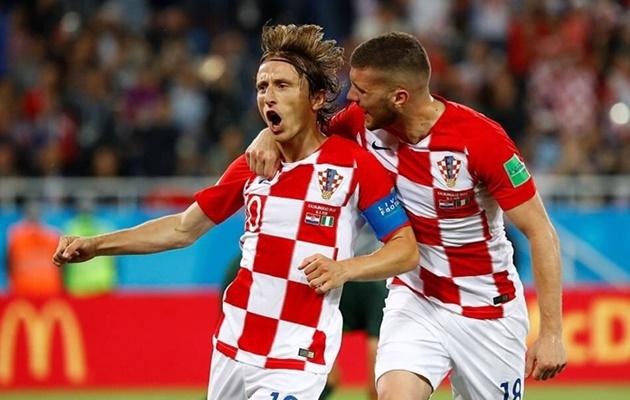 Hạ màn bảng D: Anh đợi Pháp-Đức-BĐN; Croatia chờ bảng E; CH Czech nguy cơ thành rổ đựng bóng  - Bóng Đá